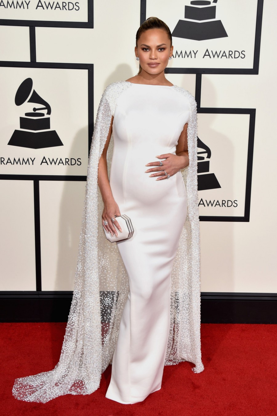 Chrissy_Teigen_Pregnant_Fashion_xpnfzs